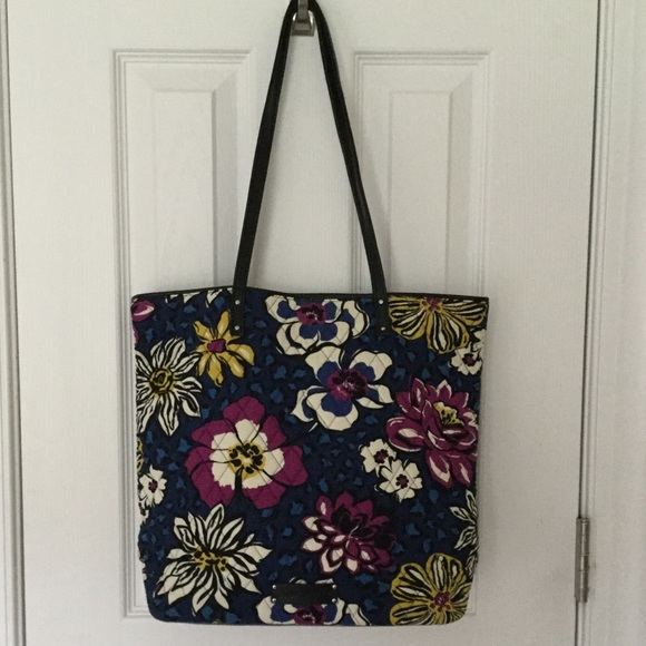 EUC Vera Bradley African Violet And Leather Tote. M 5b9acc9bc89e1d85b5a96ddc c088820b9c798